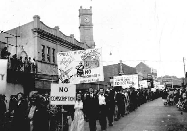 South Bulli Miners' Lodge members in May Day demonstration parade, ca.1917. (Australasian Coal & Shale Employees' Federation, E165/56/49. From the collection of the Noel Butlin Archives Centre.)